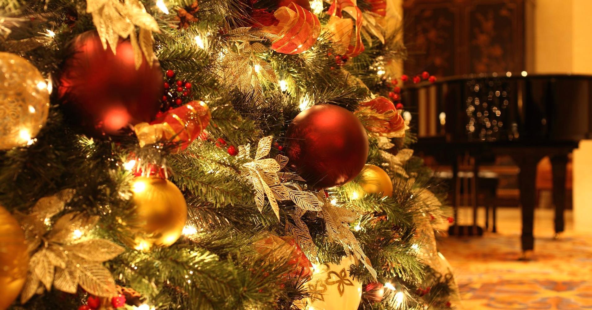 104587934-Christmas_Tree_Decorations.1910x1000